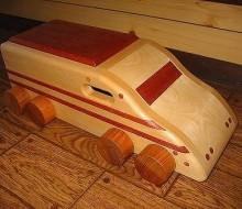 木のおもちゃ 新幹線